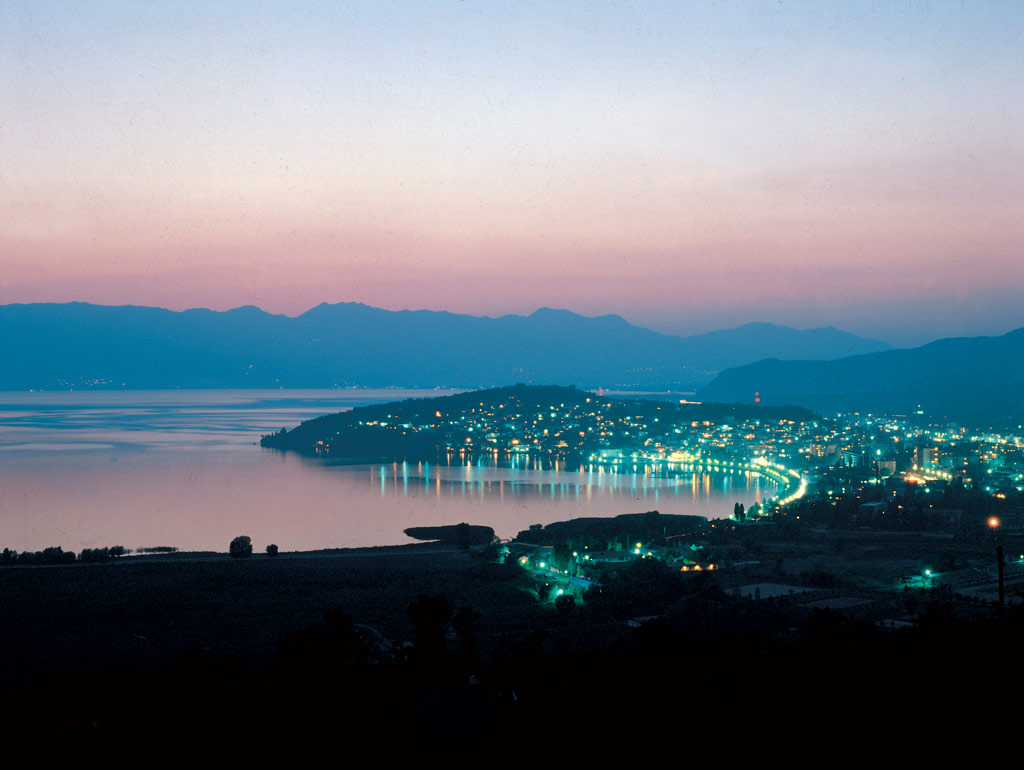 ohrid_by_night_gxyu