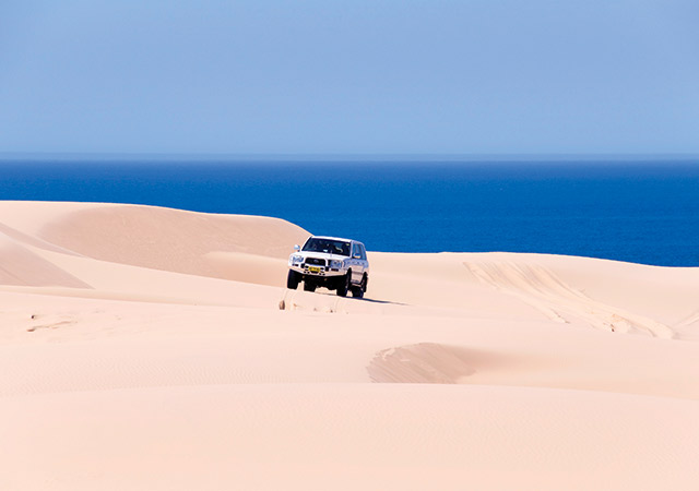 4wd-driving-on-the-beach
