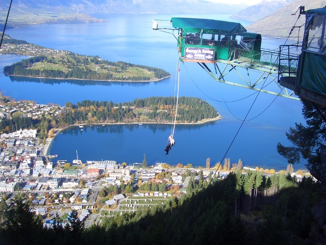 Ledge_Bungy,_Queenstown,_New_Zealand_01