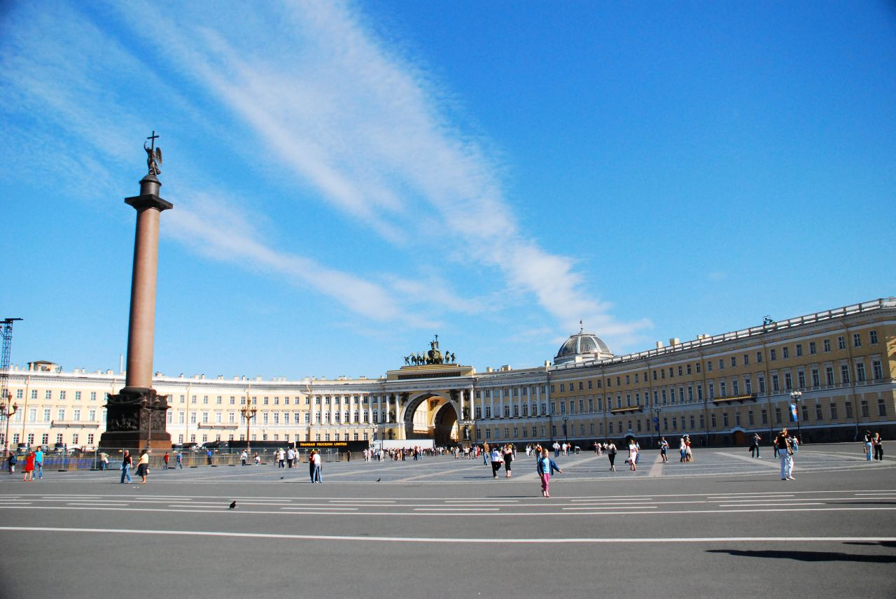 Palace_Square,_Saint_Petersburg,_Russia