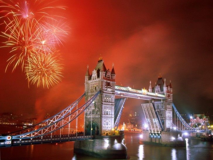 Tower_Bridge_London_England_02-728x546