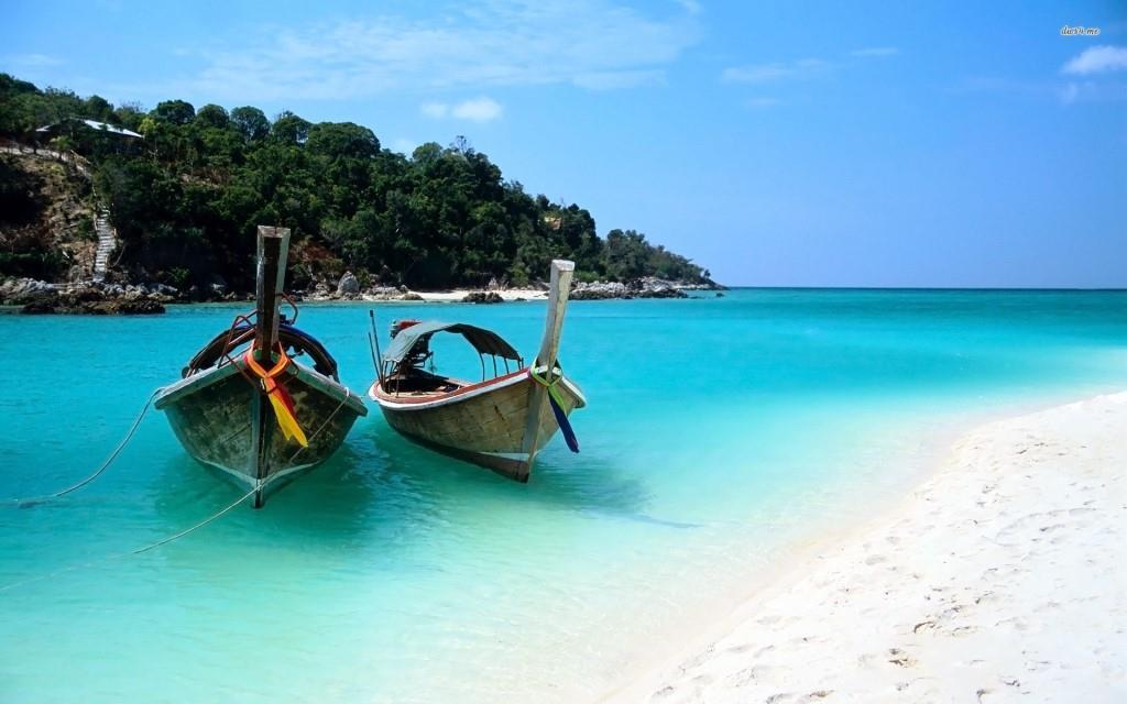 boats-on-zanzibar-beach