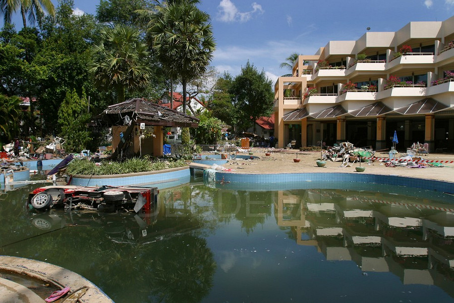 tsunami-thailand-phuket-patong-beach