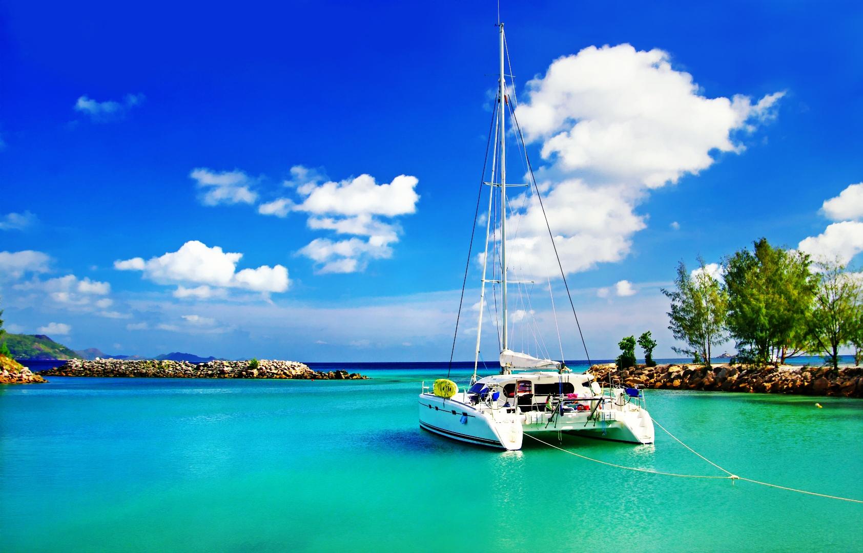 yacht-sailing-seychelles