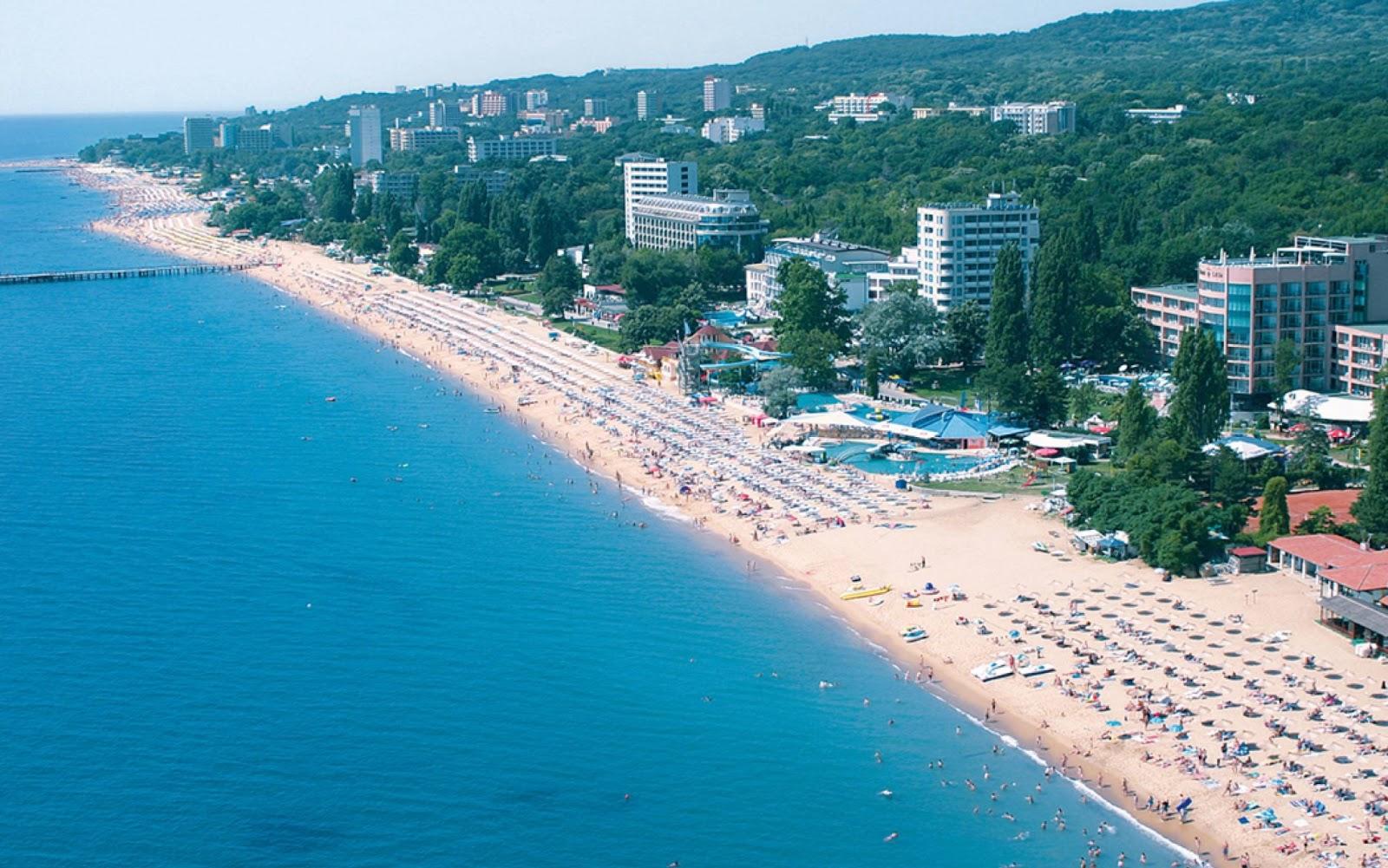 Bulgaria-Sunny-Beach-people