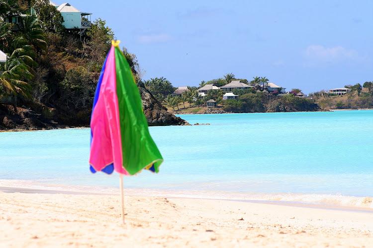 Antigua-blue-water