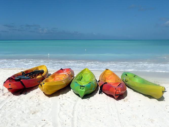 Antigua-canoes
