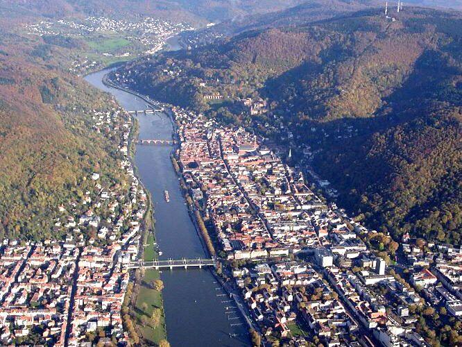 Luftaufnahme_Luftbilder_heidelberg_badenwurtenberg_bruecken_neckar_schiffe_odenwald_hessen_ritter