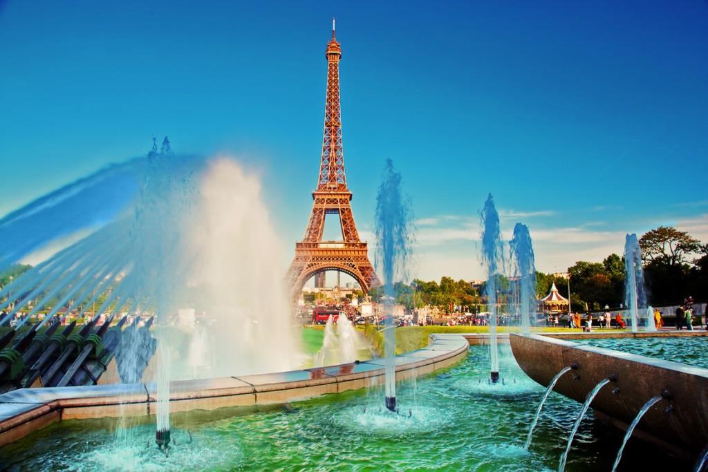 Paris-france-summer-guide-eiffel-tower-trocadero-fountains