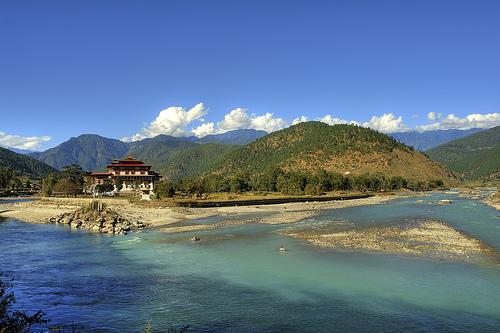 dzong-punakha-bhutan