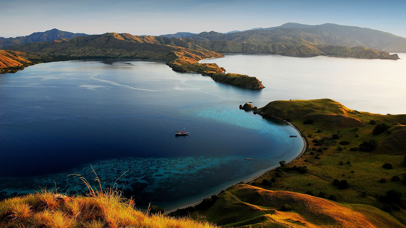 komodo island indonesia tourist destinations. Black Bedroom Furniture Sets. Home Design Ideas