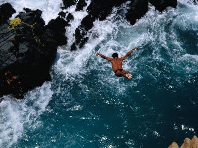 neubauer-john-clavadista-cliff-diver-jumping-into-canal-acapulco-guerrero-mexico
