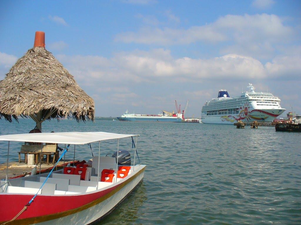 Santo Tomás Bay cruises