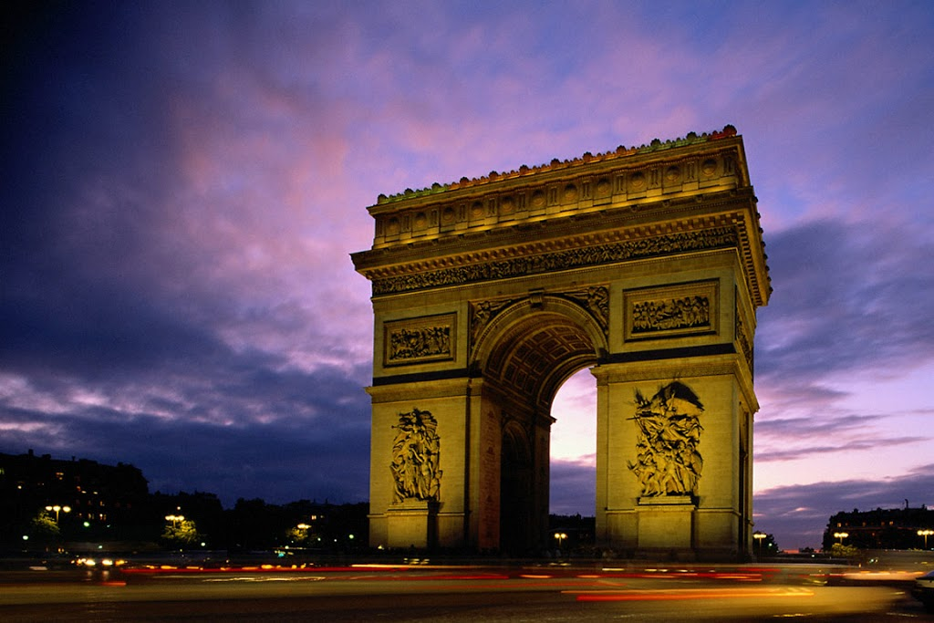 Arc_de_Triomphe_at_Evening-252C_Paris-252C_France