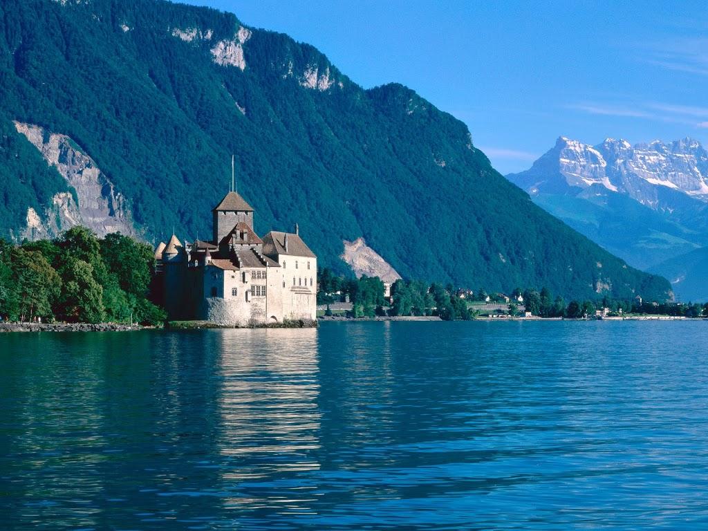 Chateau-de-Chillon-Lake-Geneva-Switzerland