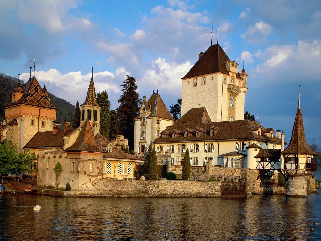 Oberhofen-Castle-Lake-Thun-Switzerland
