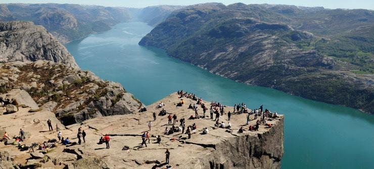Preikestolen_Pulpit_Rock_Norway_740