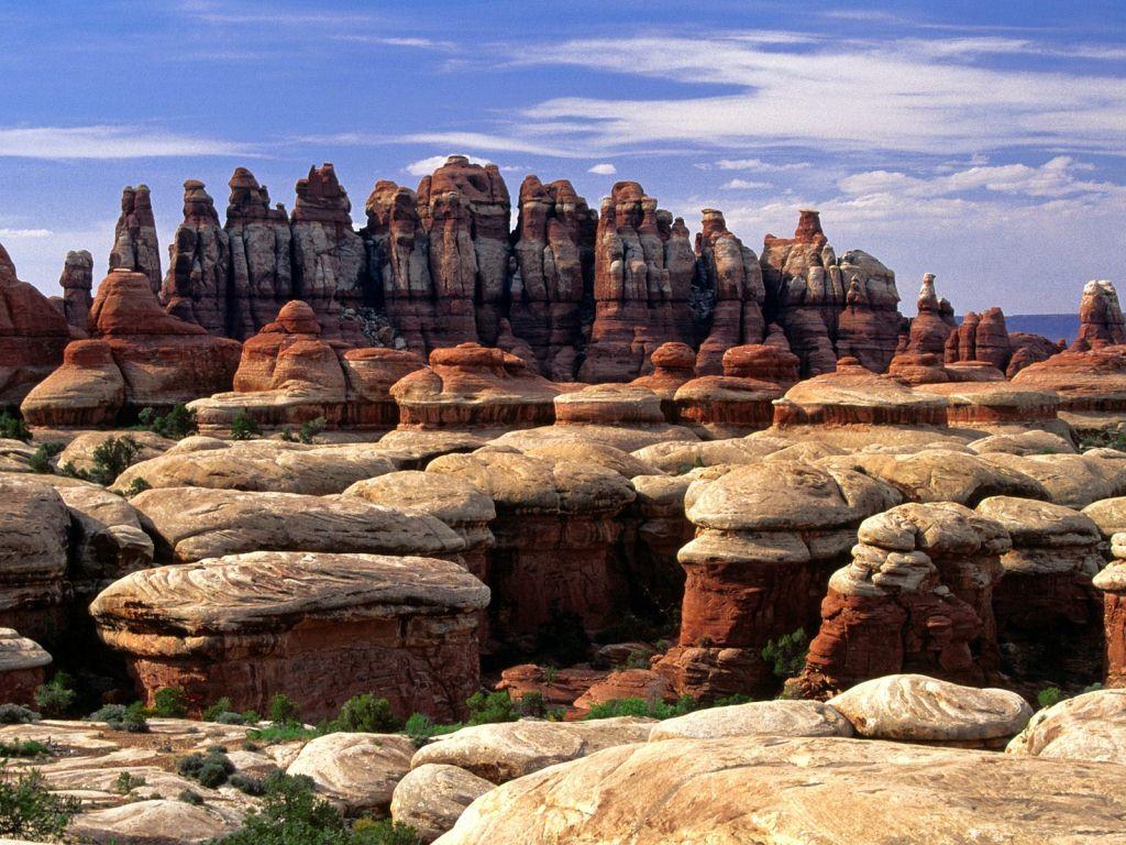 chesler_park_trail_canyonlands_national_park_utah_us
