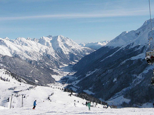 sankt_anton_am_arlberg_austria_photo_wikipedia