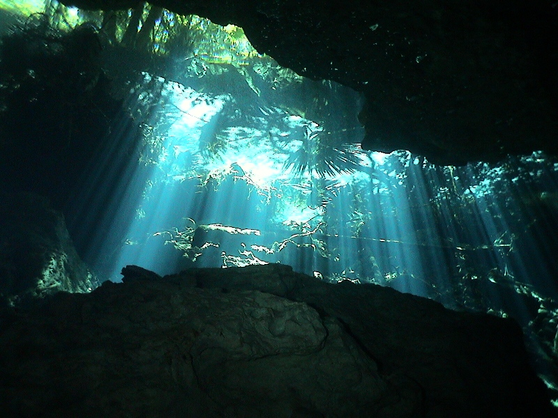 Cave-Diving-in-Mexico-Jungle