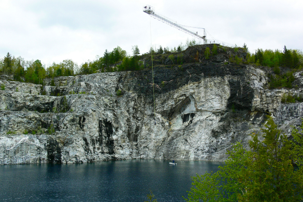 great-canadian-cliff-jumping-place