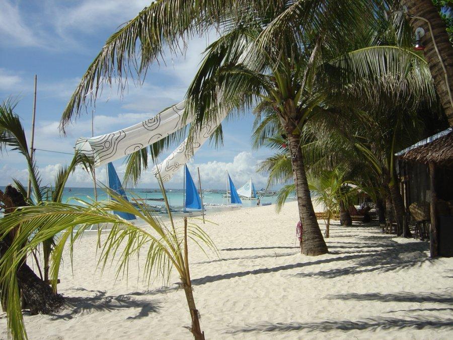 Christmas-Island_white_beach