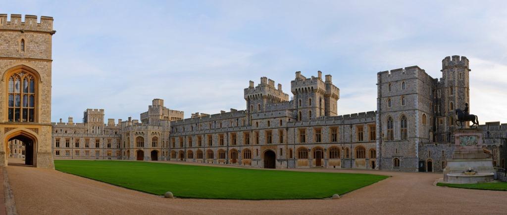 Windsor_Castle_Upper_Ward_Quadrangle_Corrected_2-_Nov_2006