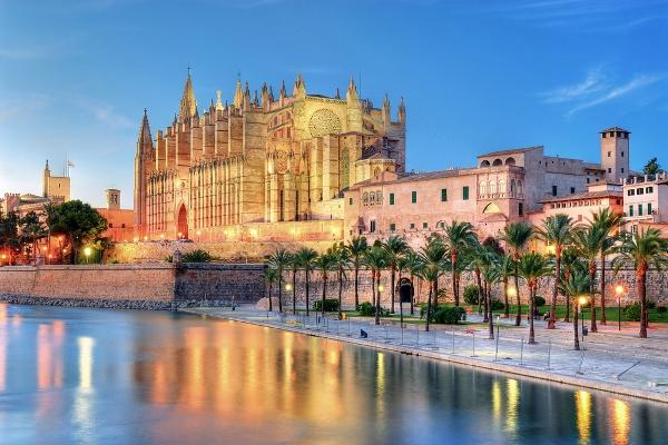 Palma-de-Majorca-Cathedral-in-Majorca-Spanish-Balearic-Island