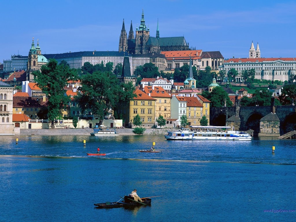Sightseeing-River-Prague-Czech-Republic