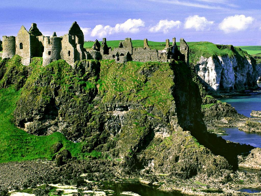 dunluce_castle_northern_ireland