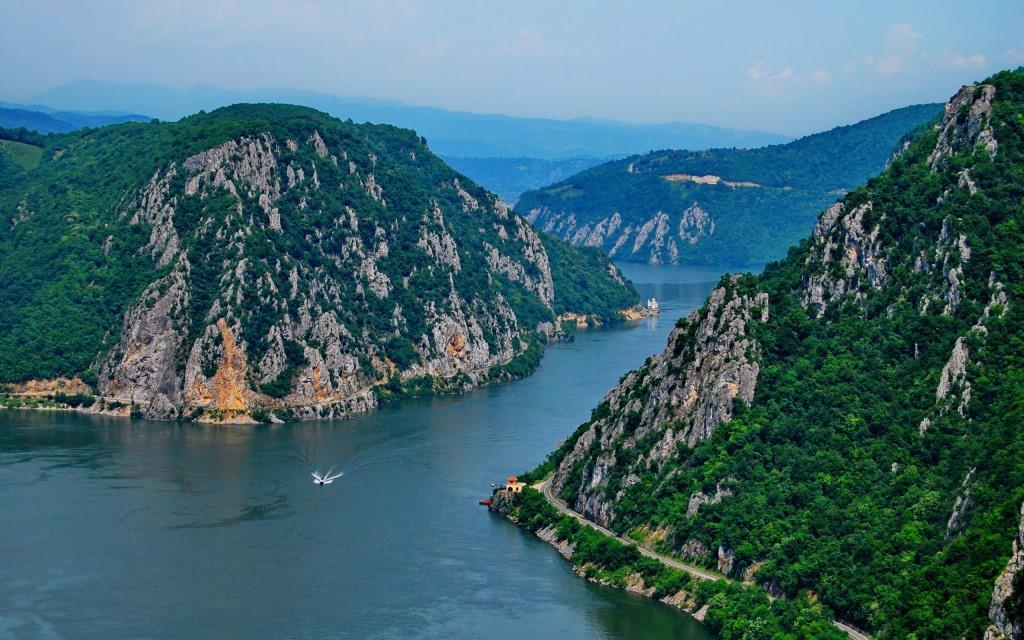 The-Danube-Romania-Wallpaper