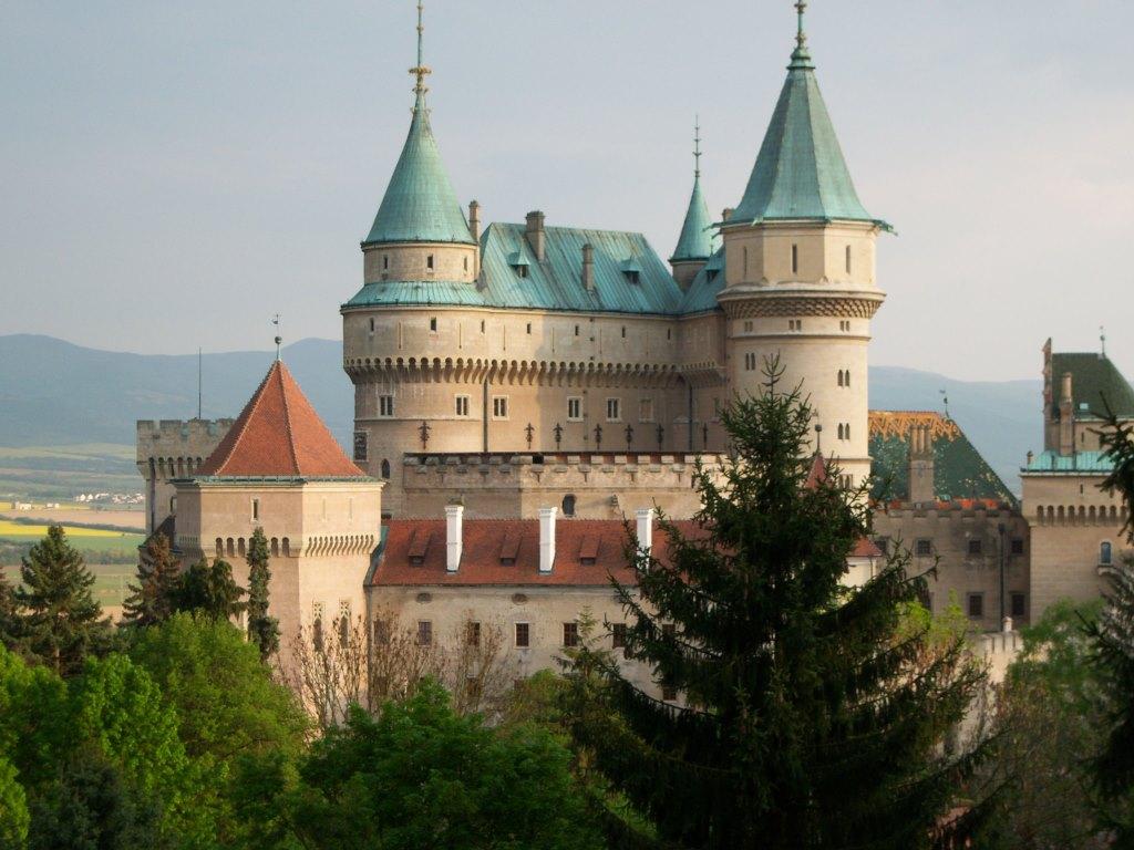 bojnice_castle_in_bojnice_slovakia_wallpaper-normal