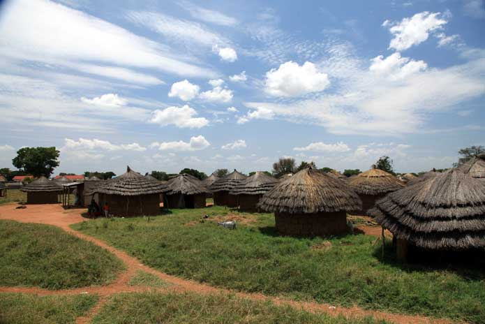 Uganda-rural-village-huts