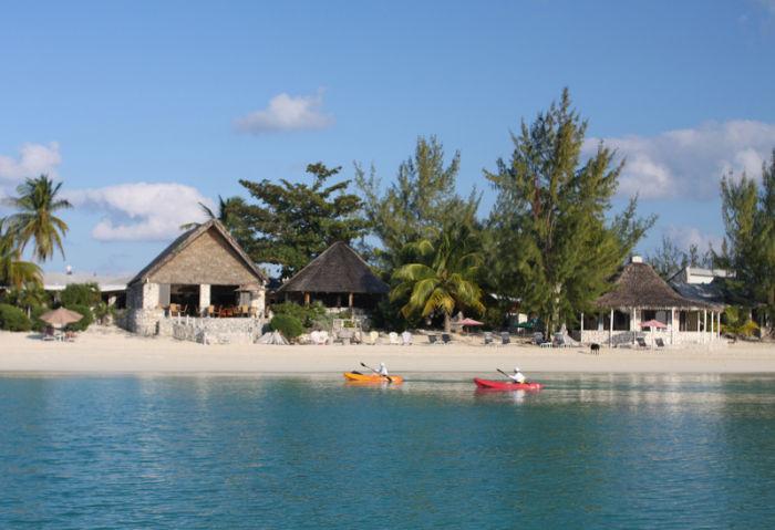 Fernandez-Bay-Village-Hotel-pool
