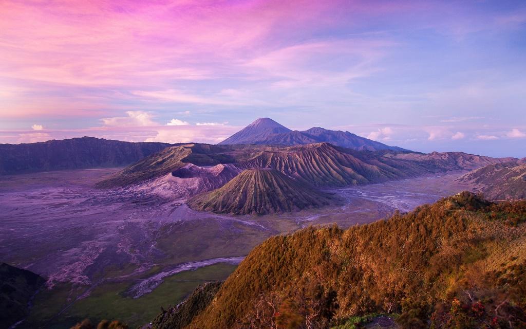 Indonesian-landscape-Java-Island-Volcano-Dusk_1920x1200