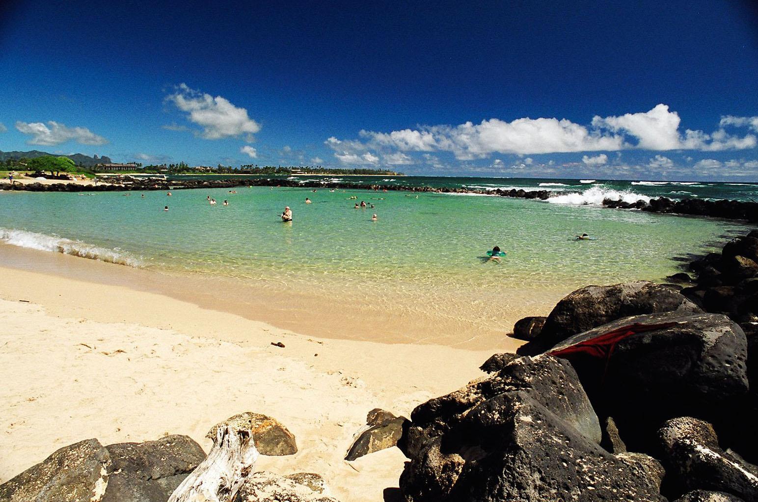 Lydgate_Beach,_Kauai,_Hawaii