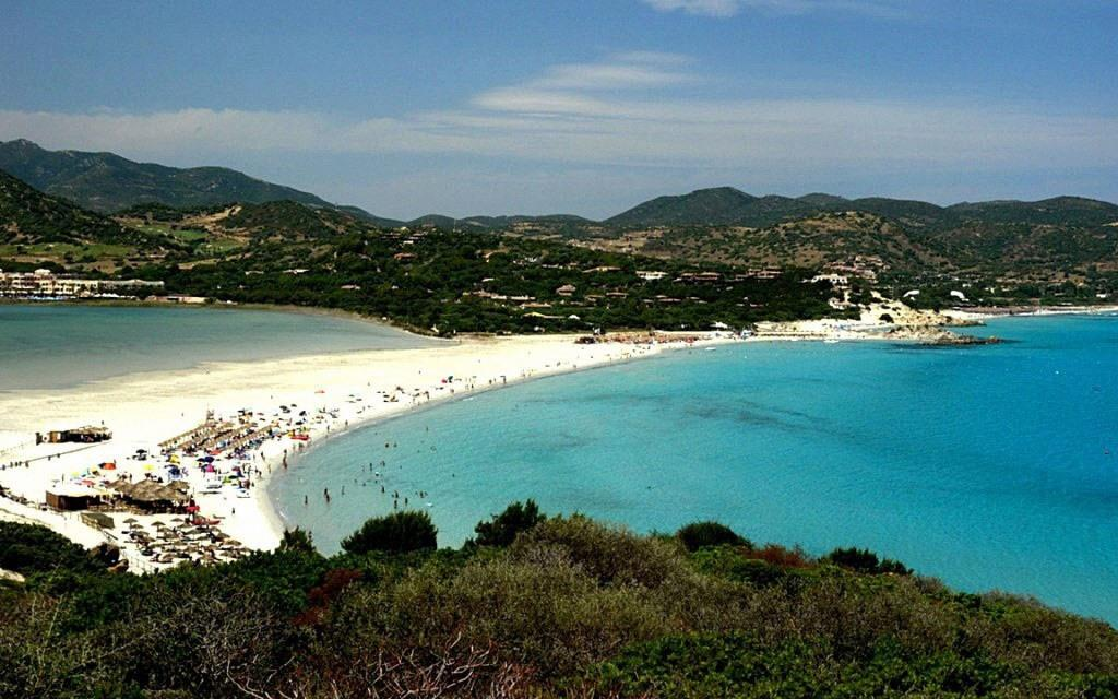 Italy_Spring_vacation_on_the_beach_on_the_island_of_Sardinia