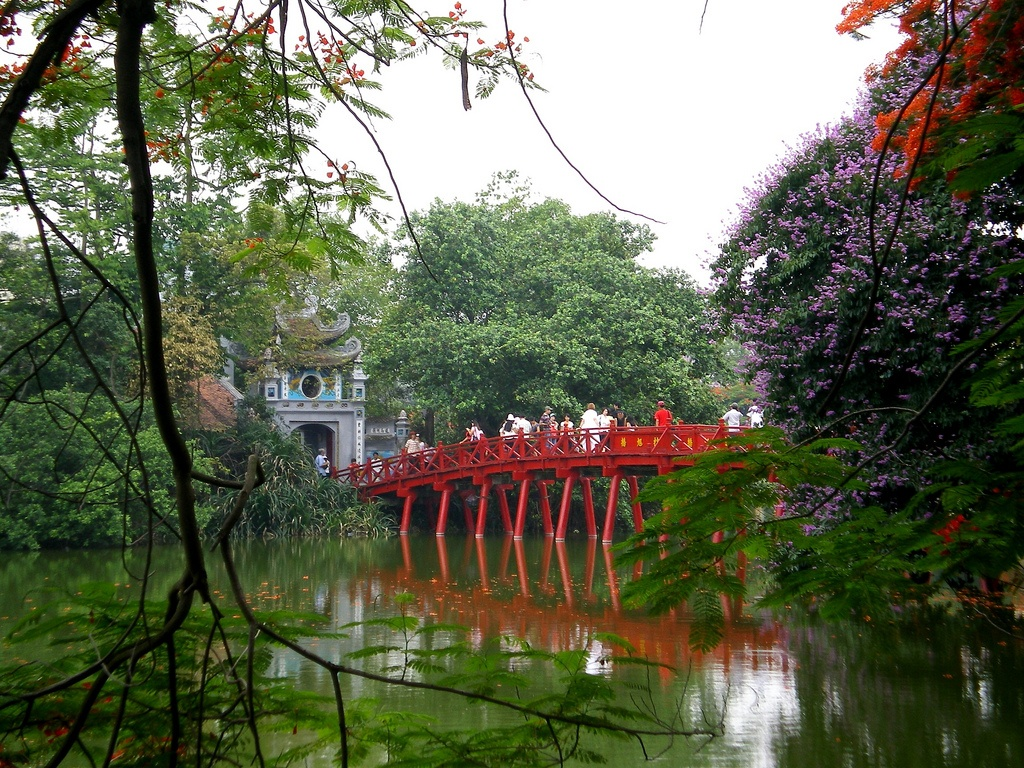 Hanoi the huc bridge