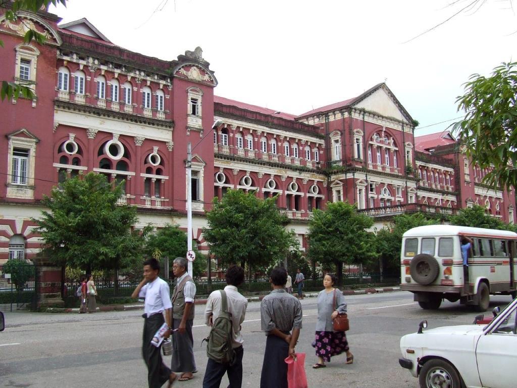 Colonial_building,_Yangon,_Myanmar