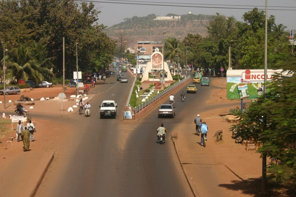 Bamakolooking_north_from_the_old_bridge