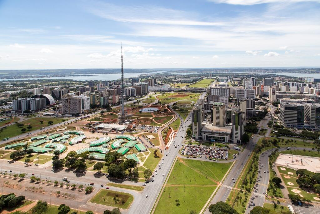 Brasilia_aerea_eixo_monumental