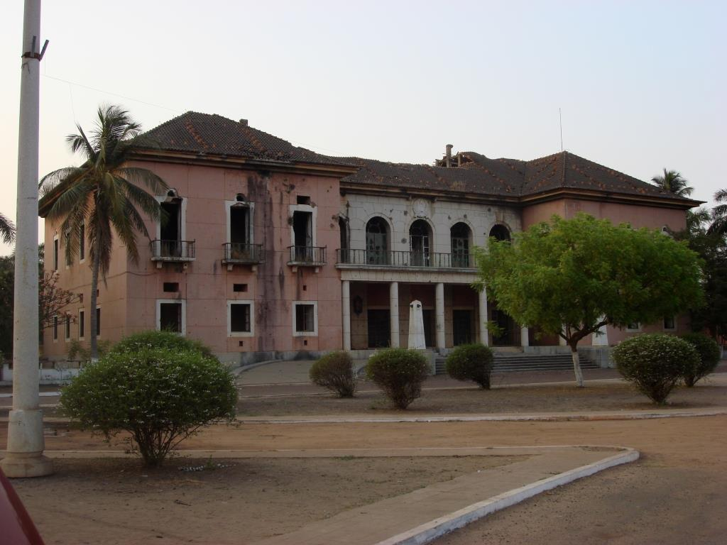 Presidential_palace_guinea_bissau_old12