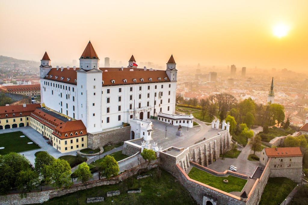 bratislava_castle_sunrise