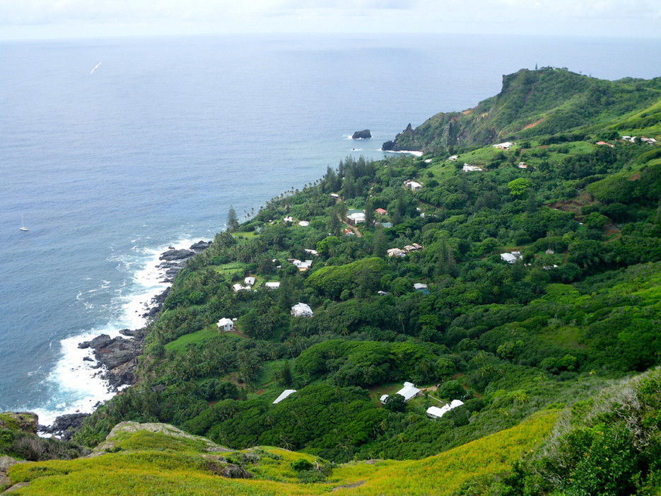 pitcairn-island-view-of-adamstown-gannets-ridge-lg