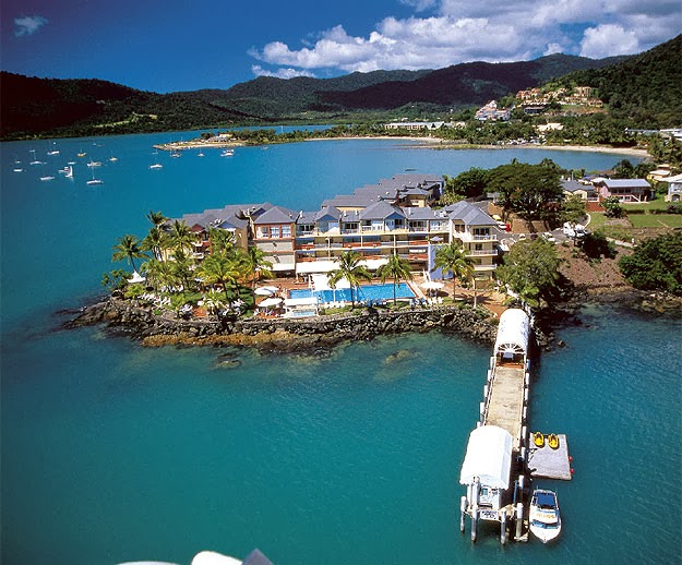 how to fly from adelaide to airlie beach