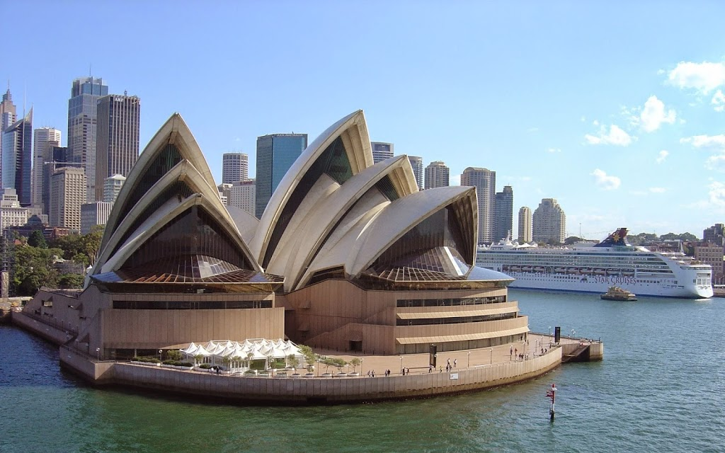 Sydney opera house in sydney australia tourist destinations for Sydney opera housse