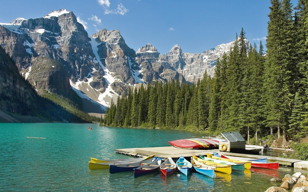 moraine-lake-boat-banff-national-park-alberta-canada